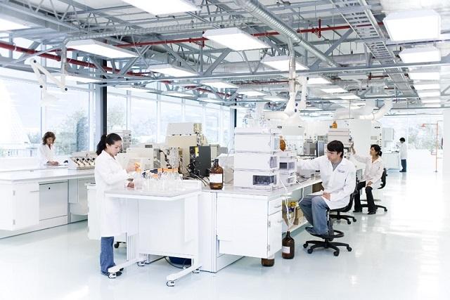 equipamiento-laboratorio-poliuretano