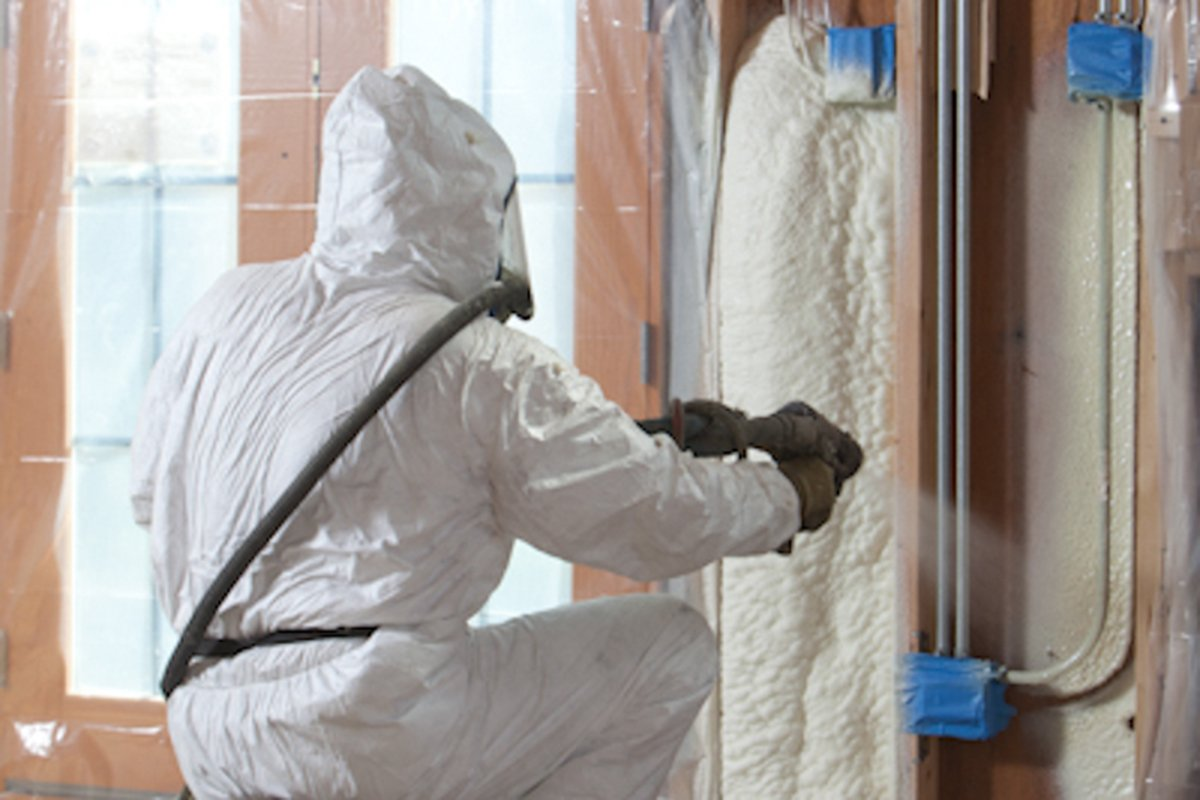 Applications of polyurethane foam: injection and spray